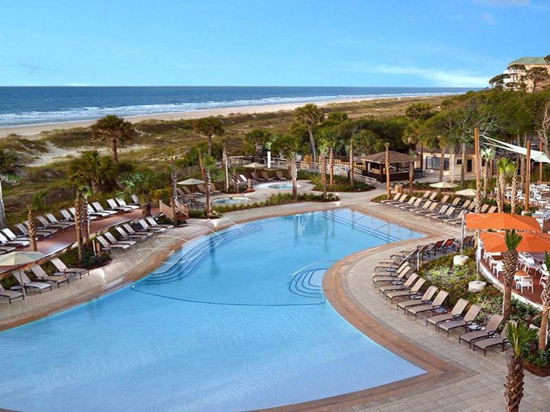 The Beach House Holiday Inn Resort