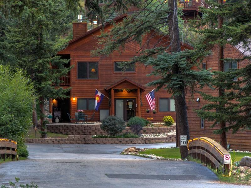 River Stone Resorts & Bear Paw Suites