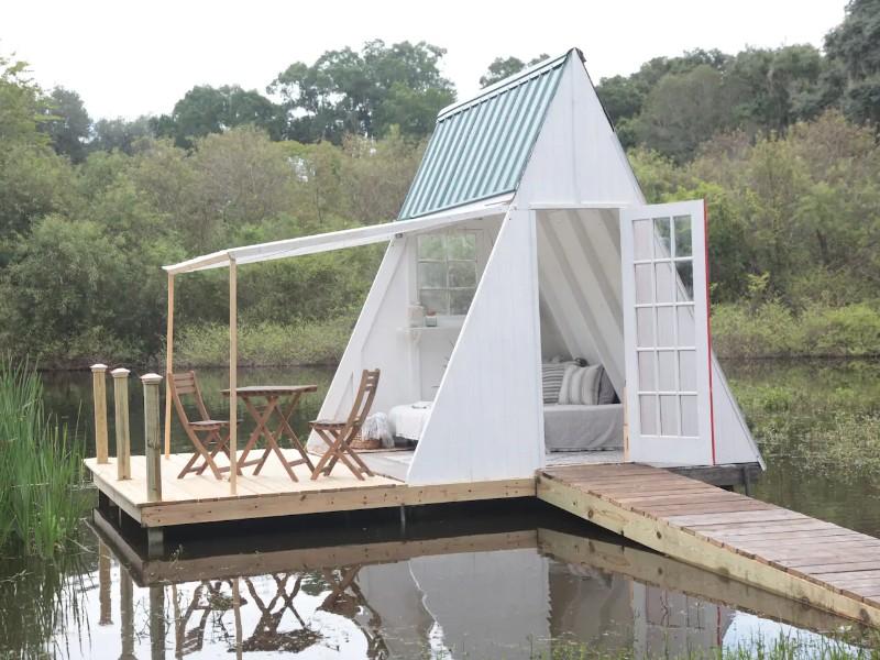 Water View Cabin on Grandaddy Oak Covered Farm