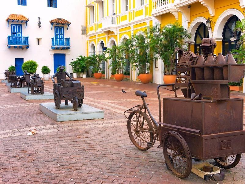 Plaza full of sculptures in Cartagena