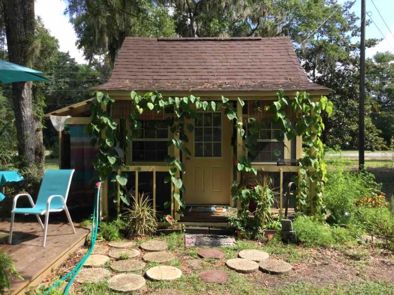 Artist's Dream Cabin Under the Oaks