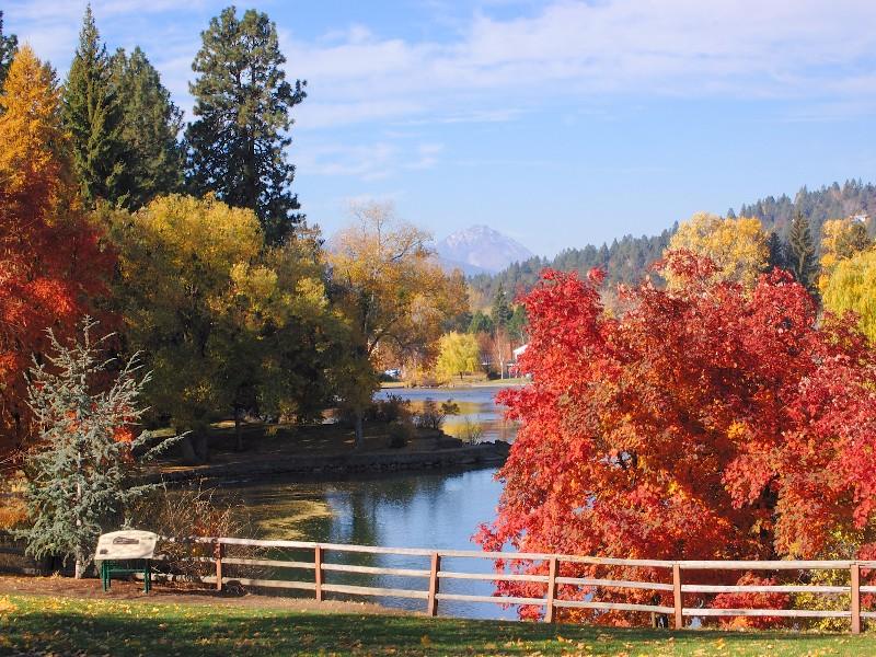 Deschutes River at Drake Park, Bend, Oregon in autumn