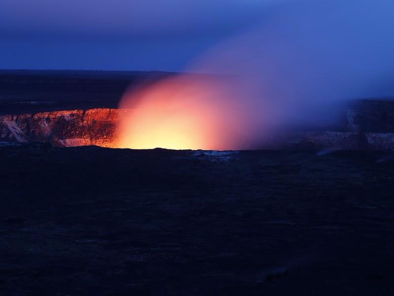 Hawaii, lava at night