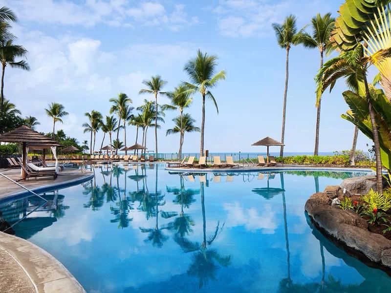 Pool at Sheraton Kona Resort & Spa at Keauhou Bay