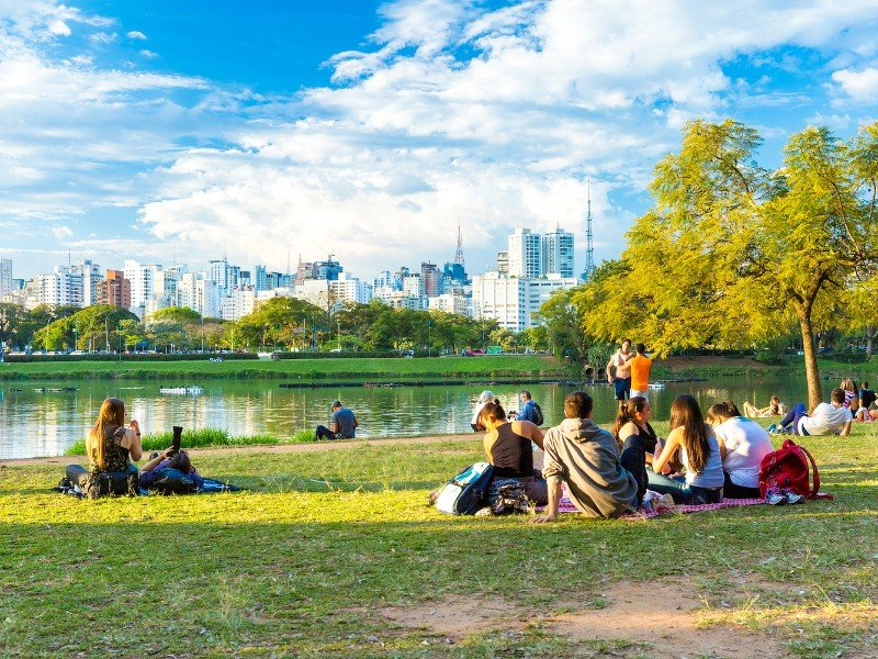 People enjoy a hot day in Ibirapuera Park