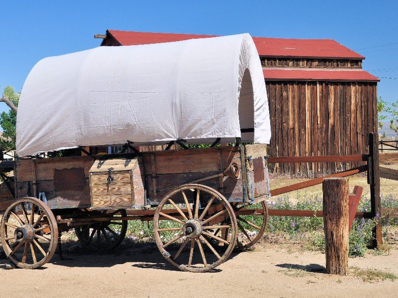 Covered wagon at Pioneertown near Joshua Tree
