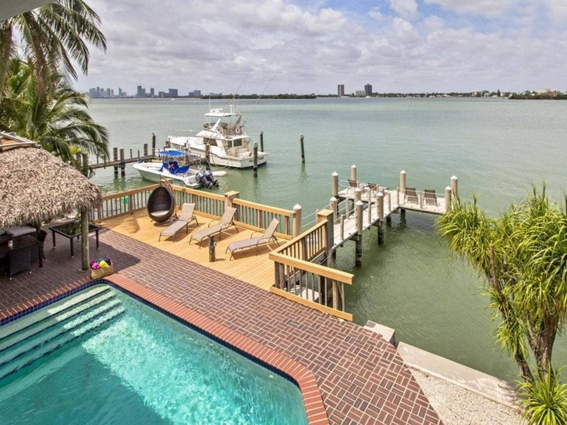 Luxurious Waterfront Home with Pool and Dock - North Bay Village