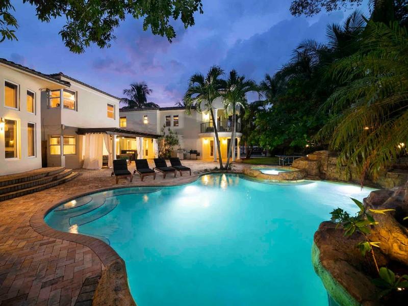 Villa for 20 Guest Movie Theater, Pool, Jacuzzi - Miami