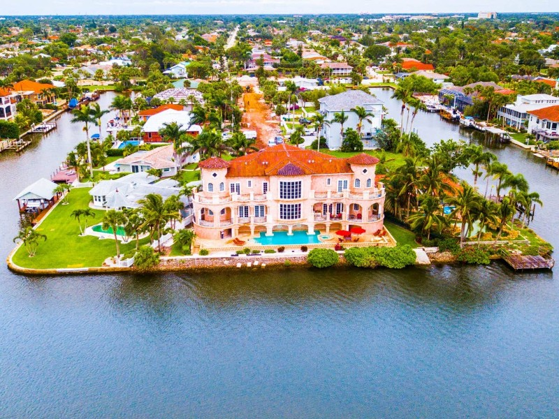 Waterfront Mansion Luxury House, Hot Tub, Pools - Naples