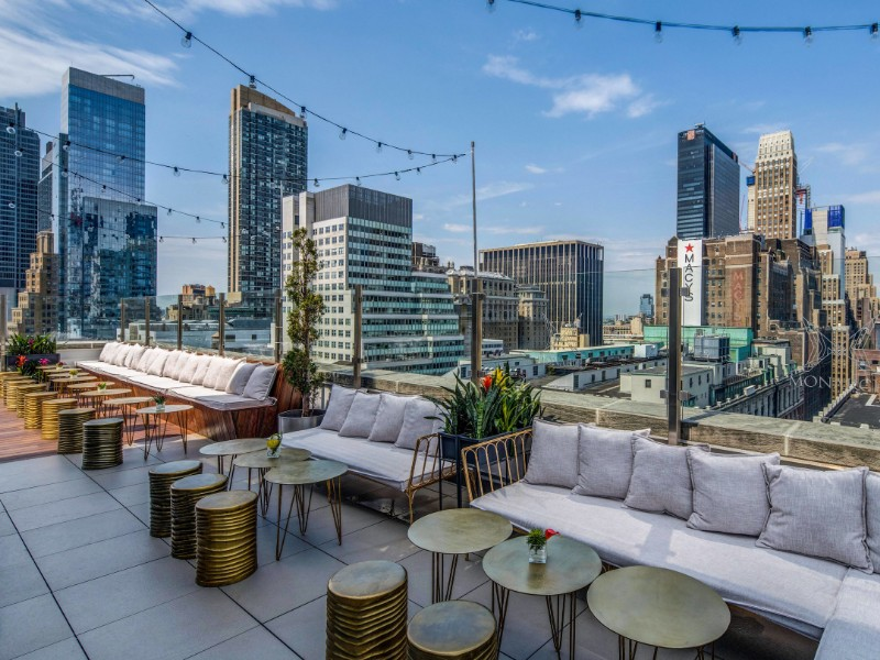 Monarch Rooftop & Indoor Lounge at Courtyard New York Manhattan/Herald Square