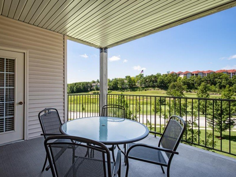 At the Thousand Hills Golf Resort, you can choose a condo that overlooks the course or Table Rock Lake.