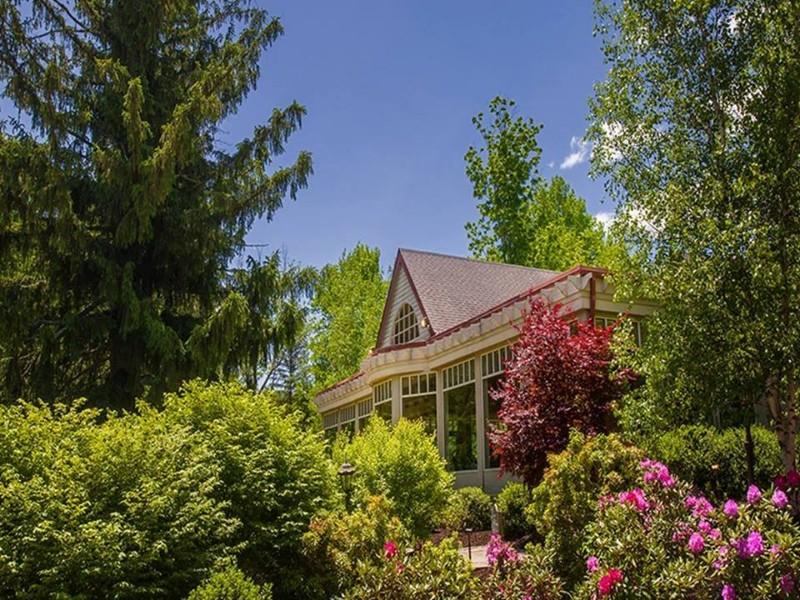 Exterior of Mountain Spring Lake Resort