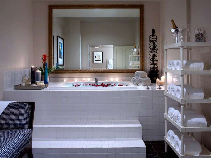 Jacuzzi/spa suite at the Alexis Hotel, Seattle