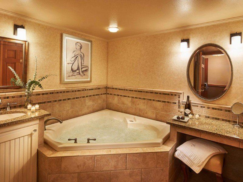 Jacuzzi room at Stephanie Inn, Cannon Beach, Oregon