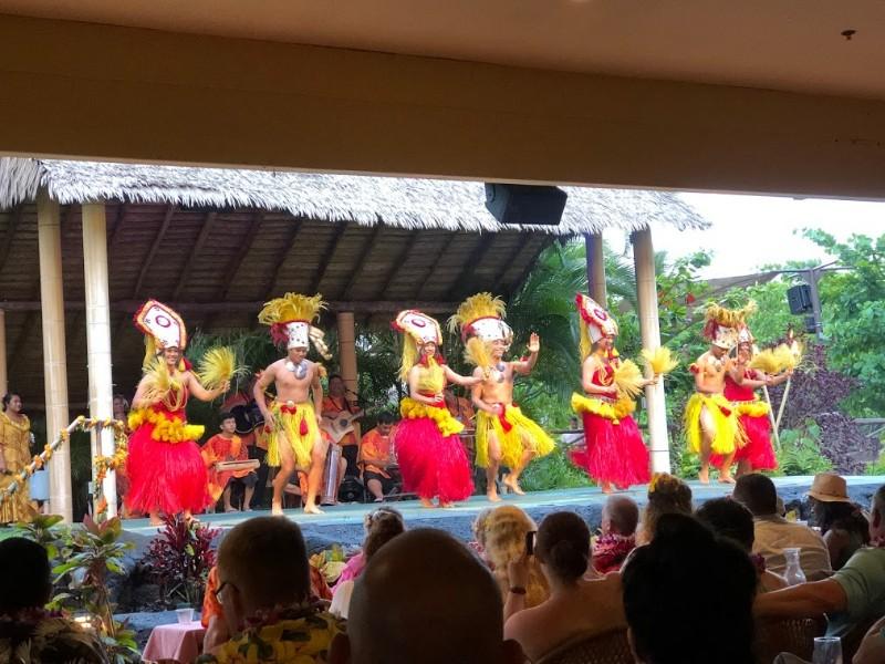 Luau performance and dancers