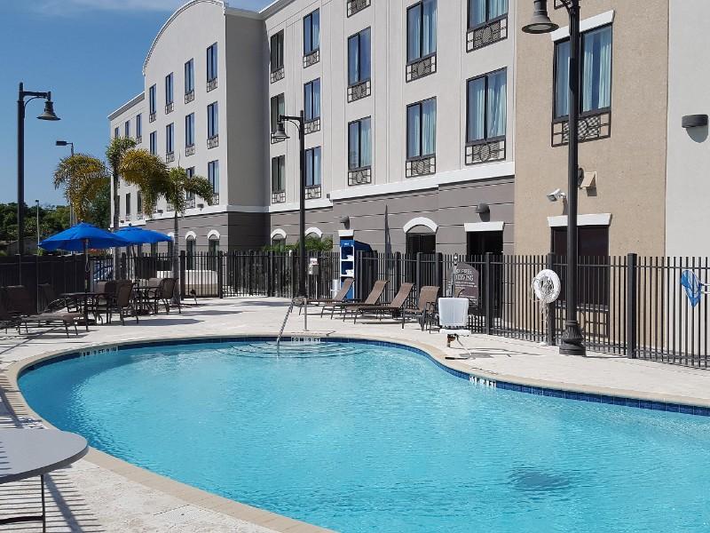 Holiday Inn Express Inn & Suites Tampa -USF-Busch Gardens