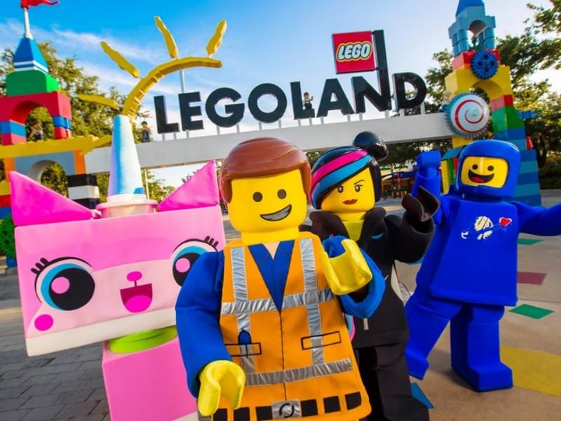 Characters at LEGOLAND California