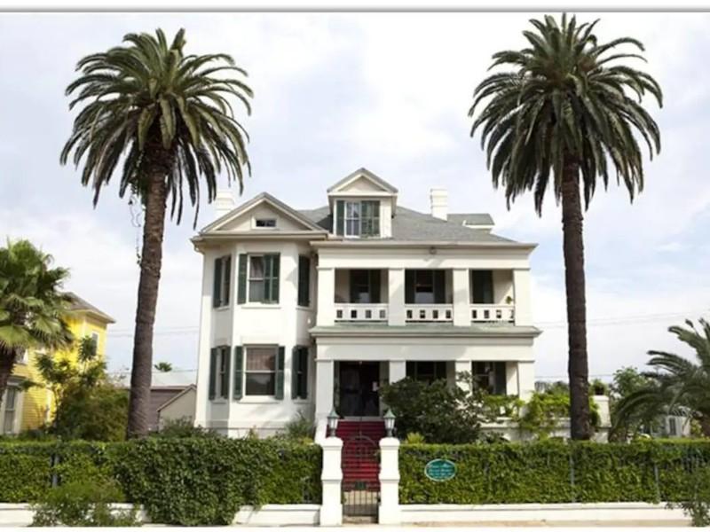 Grand Manor Luxury Suites