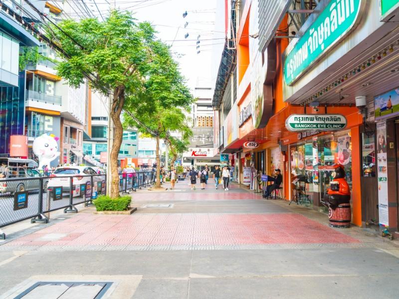 Tourists in Siam Square area