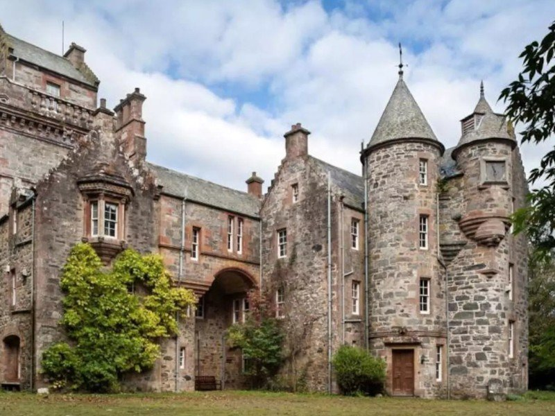 Blackcraig Scottish Highland Castle, Airbnb