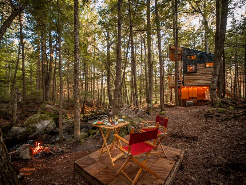 Lovely Treehouse in the Woods