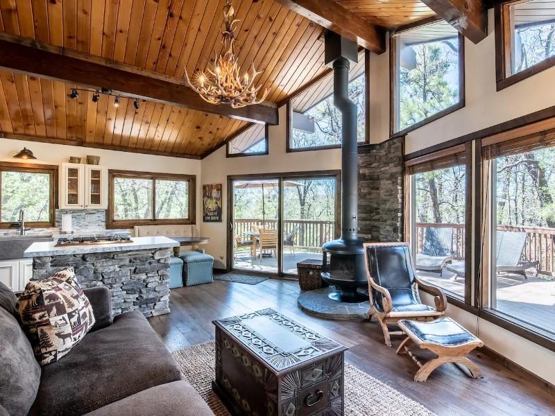 Modern Cabin with Spa, Fire Pit and BBQ