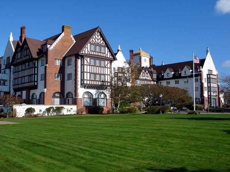 Exterior of Montauk Manor Resort