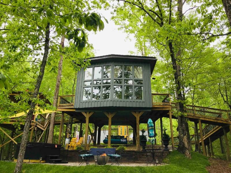 Sulfur Ridge Luxury Treehouse