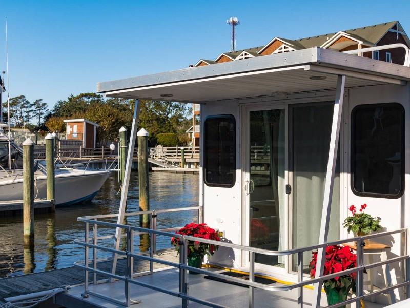 The LOVE Houseboat, Manteo, North Carolina Airbnb