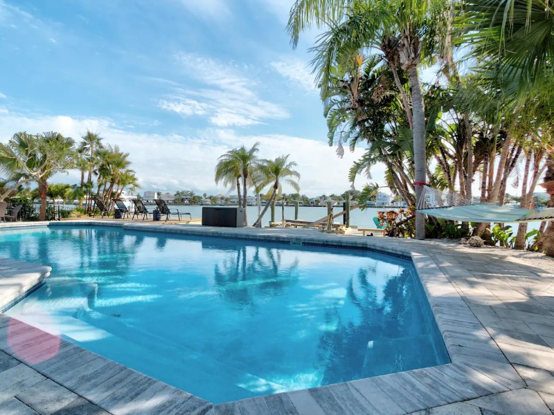 Upscale 3 Bedroom Waterfront Home - Indian Rocks Beach