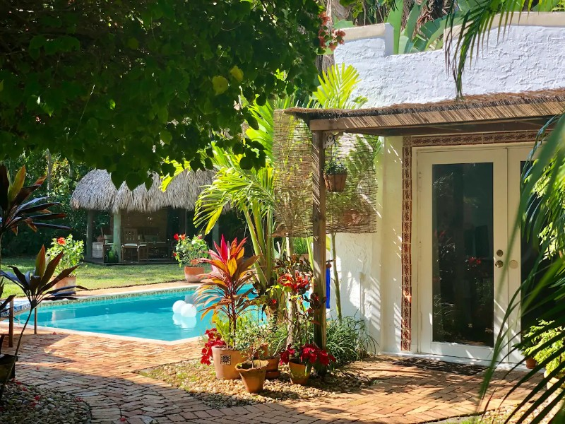 Cozy and Charming Cottage - Biscayne Park