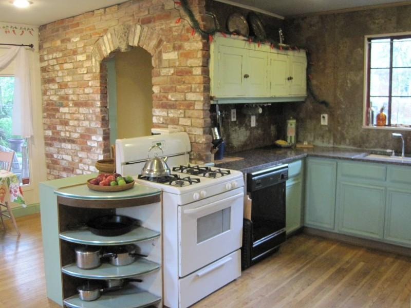 Kitchen in Duck 'N' Roll Inn