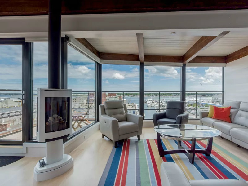 """Henry"" Penthouse Suite: Amazing Views, Waterfront, in the heart of the Old Port"