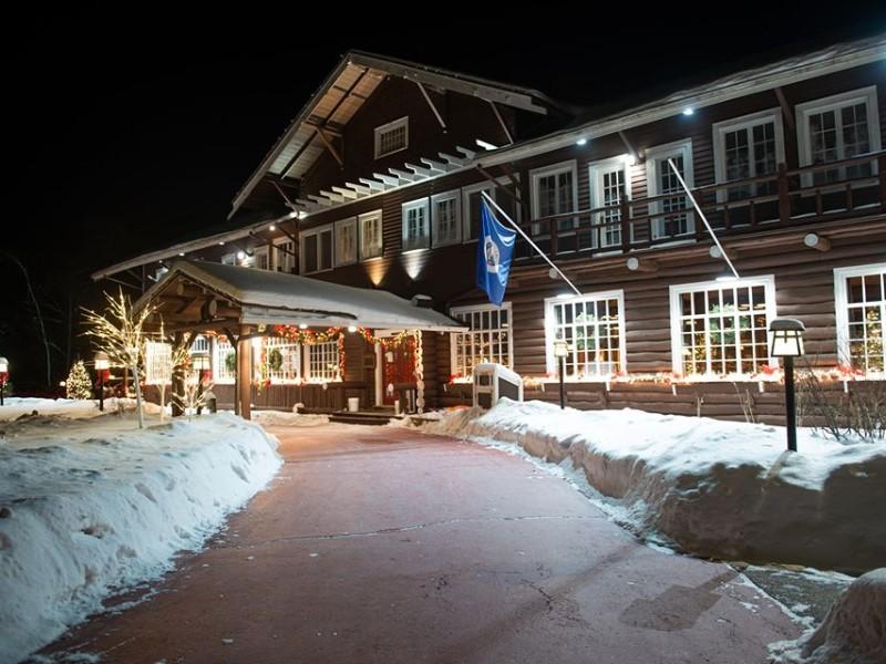 Entrance at Grand View Lodge