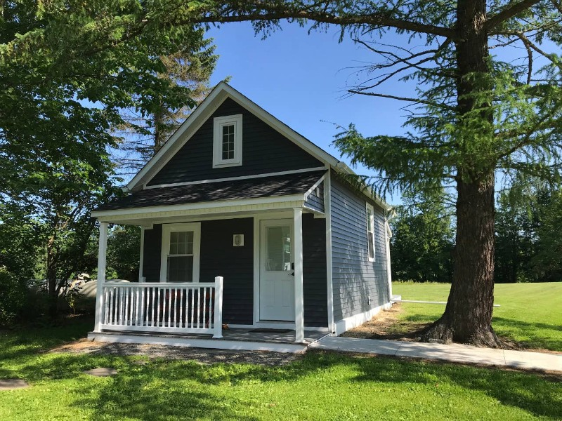 Yard of Luxury Tiny House near Honesdale
