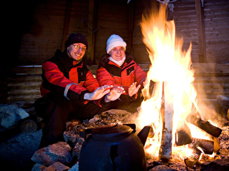 Northern Lights Hunt from Rovaniemi with Folk Tales and Snacks over Campfire