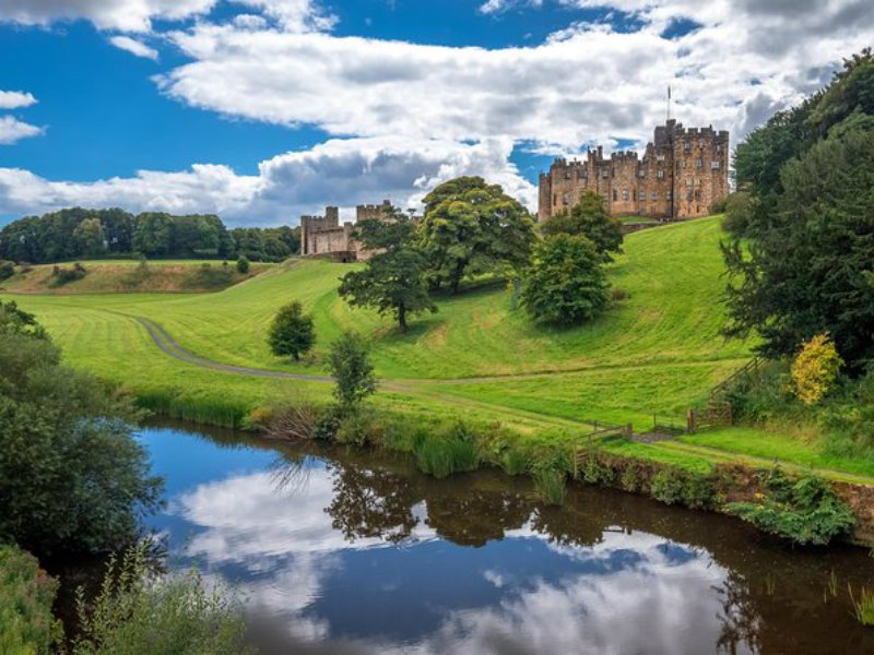 Alnwick Castle as Featured in Harry Potter and Scottish Borders Day Trip from Edinburgh