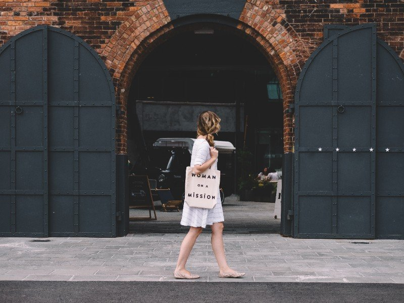Woman with a a reusable tote.