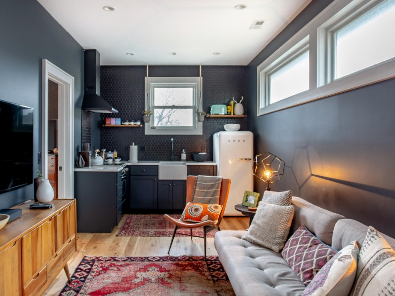 Stylish boutique loft where you can walk to Music Row.
