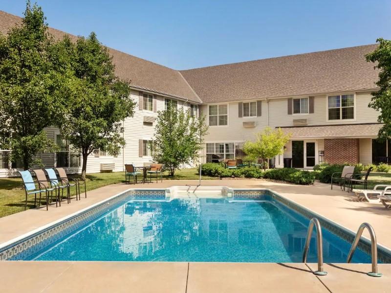 Pool at Baymont Inn & Suites – Wichita East