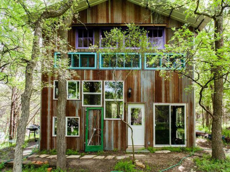 Modern Barndominium Treehouse in San Marcos, TX