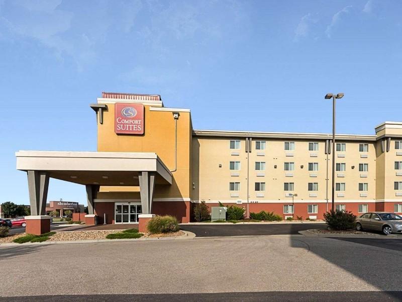Exterior of Comfort Suites Wichita