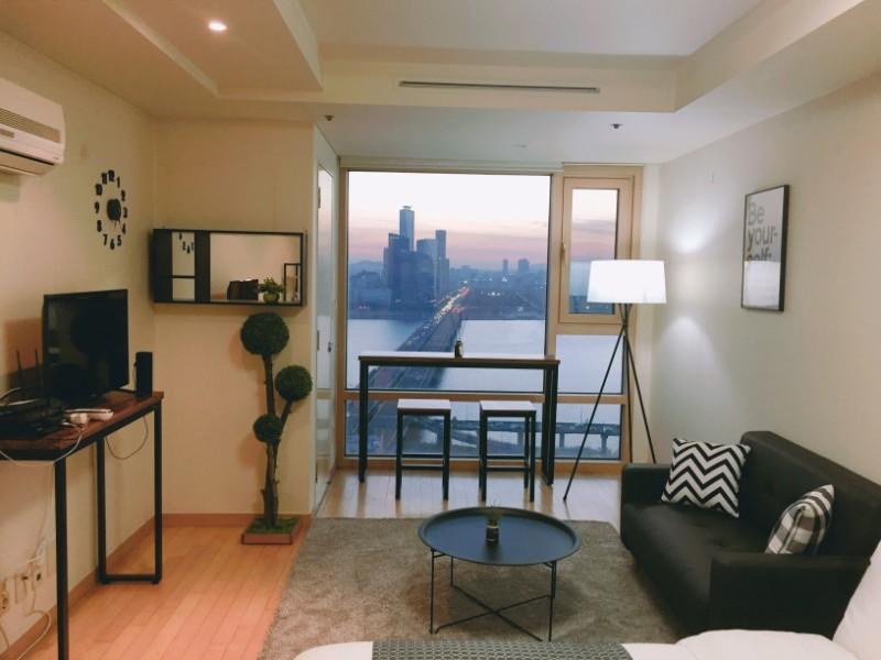 Han River Apartment Airbnb