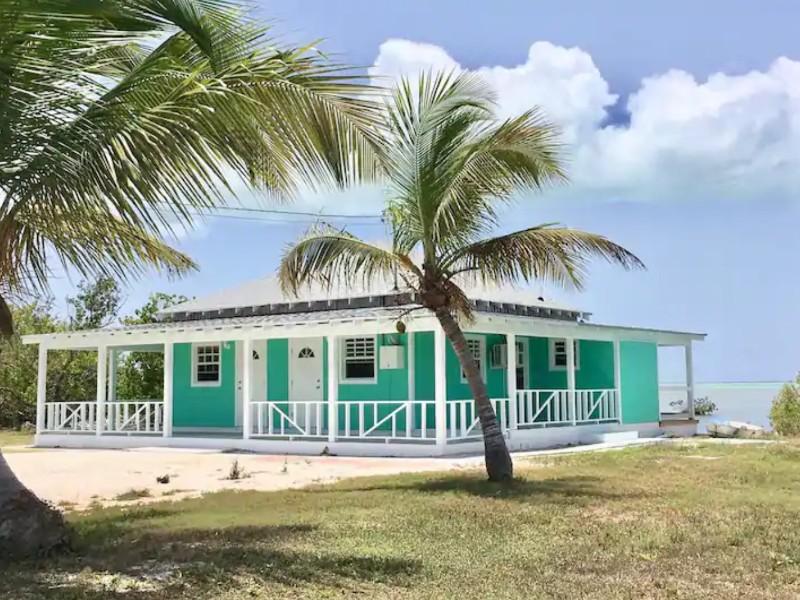 Kooters Charming Studio with Sea View, Long Island, Bahamas