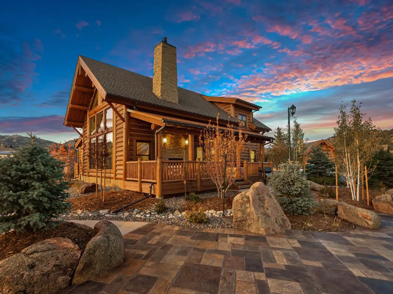 Estes Retreat - Indoor/Outdoor Fireplace, Located on Lake Estes