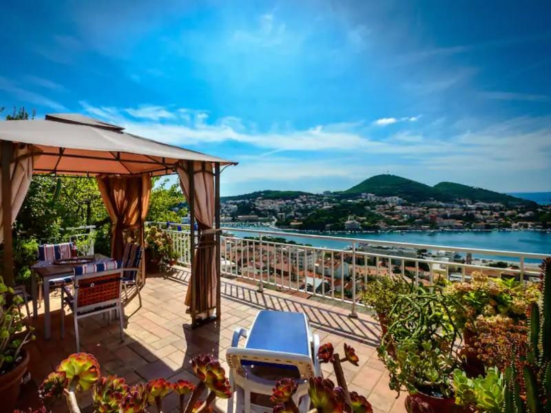 Breathtaking views apartment Gina with Jacuzzi, Dubrovnik, Croatia