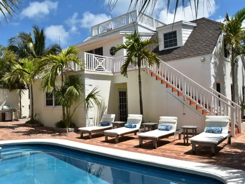 Beautiful Beach House with Pool and Views, Harbour Island