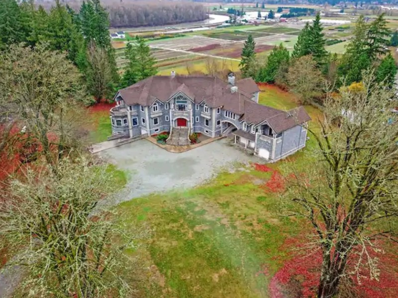 Luxury Castle on 5 Acres, Arlington, Washington