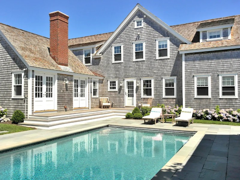 Luxury Cliff Road Home in Nantucket with Pool