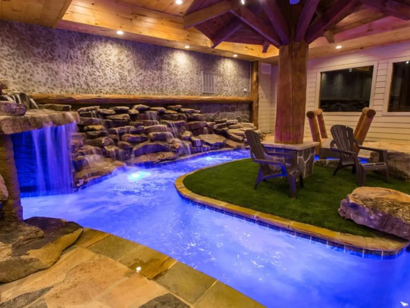 Secluded Mountain Lodge with Indoor Pool, Sevierville